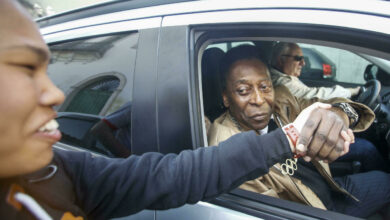 Photo of Brazilian Pelé leaves hospital, but will have to undergo chemotherapy
